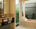 Ahimsa Beach - Villa Bathroom